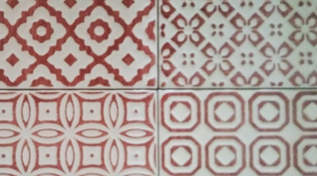 Prossimità di pattern una piastrella al giorno rosso red
